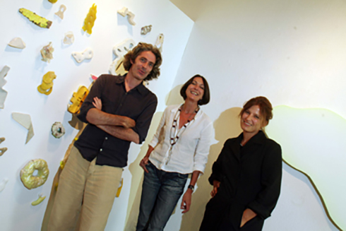 VERNISSAGE à LA FONDATION LOUIS-MORET: Martin McNULTY-Marie-Fabienne AYMON-Alexandra ROUSSOPOULOS. ©FRANCOIS MAMIN  / LE NOUVELLISTE, 06.09.2008.
